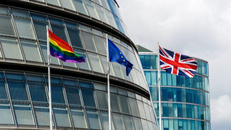 L'Hôtel de ville de Londres lors de la marche des fiertés 2017 - Wei Huang / Shutterstock