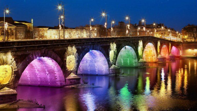 Le pont neuf aux couleurs de l'arc-en-ciel - Pride Toulouse