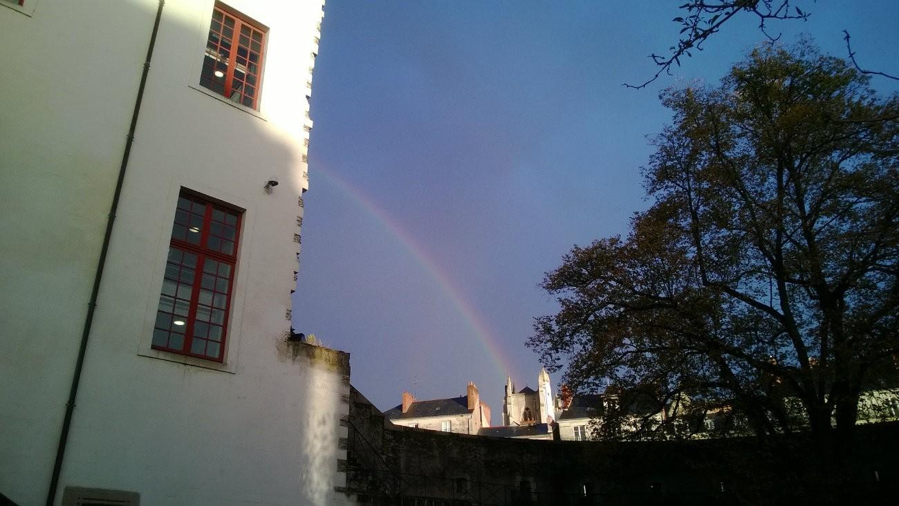 Un arc-en-ciel sur Nantes