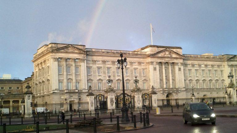 Arc-en-ciel au-dessus de Buckingham Palace