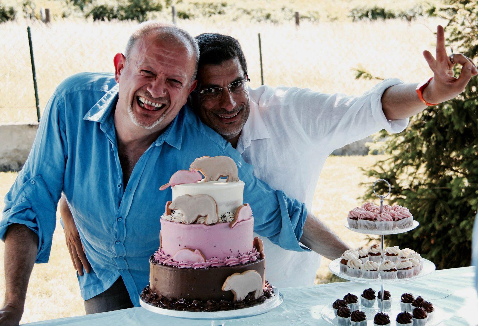 Michel, 48 ans, Pierre-Olivier, 52 ans, Lyon,ensemble depuis 1993, pacsés en 1999, mariés en 2014