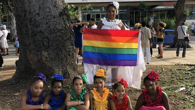 De jeunes manifestantes à la Pride de la Havanne - Michael K. Lavers  / Twitter