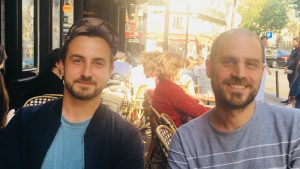 Les deux scénaristes de la série Fiertés, Niel Rahou et José Caltagirone / ALP