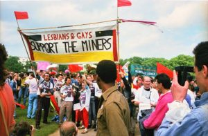 Lesbians and Gays Support the Miners, juste avant la Pride de Londres en 1985