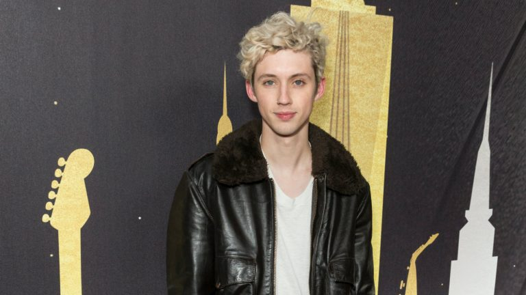 """Bloom"" de Troye Sivan serait un hymne aux power bottoms"