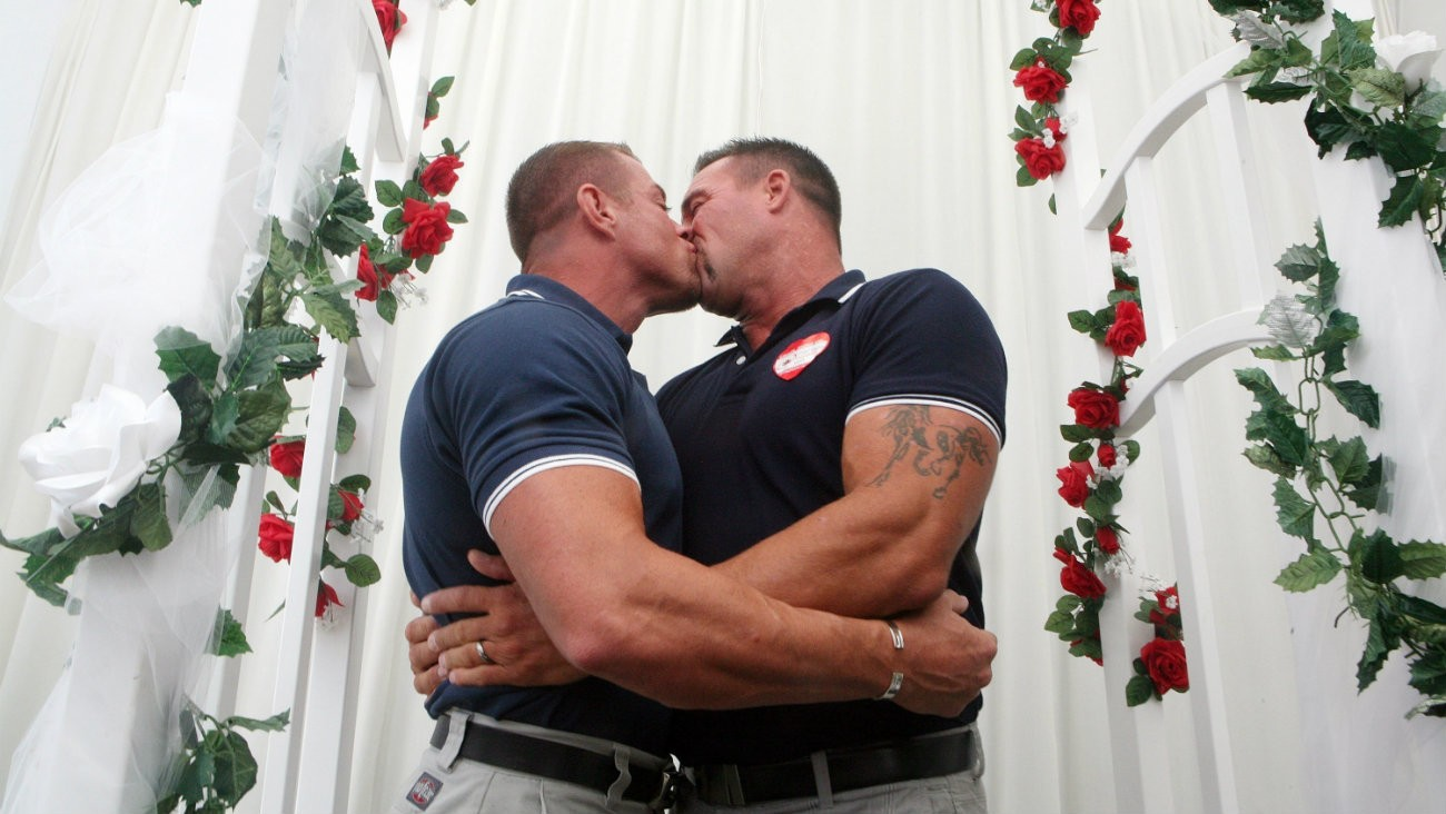 West Hollywood, Gay couple getting married - Krista Kennell / Shutterstock