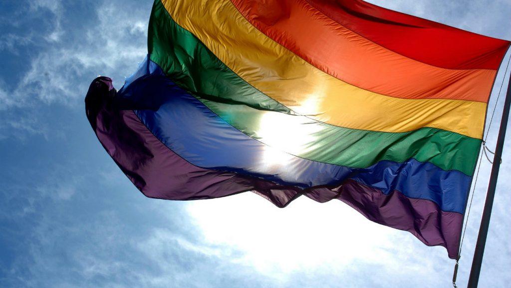 Drapeau rainbow homophobie