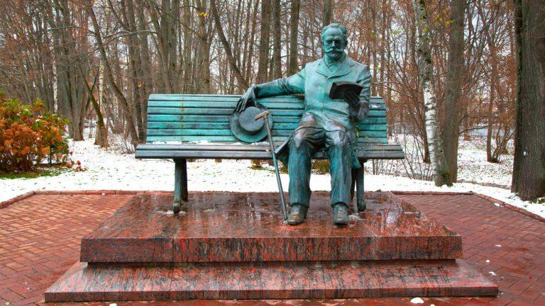 Le monument de Peter Ilyich Tchaikovsky dans la région de Moscou en Russie - Pavel_D / Shutterstock