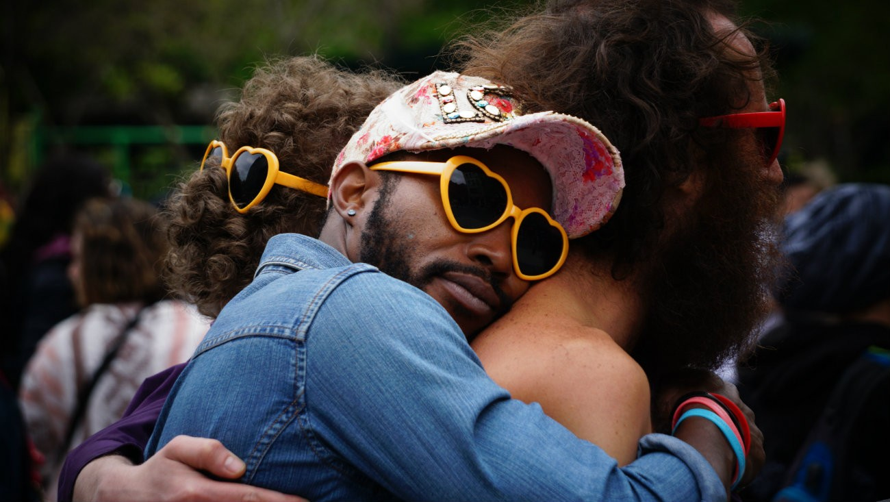 Royaume-Uni : 79 % d'hétéros prêt.e.s à agir en cas d'agression LGBTphobe
