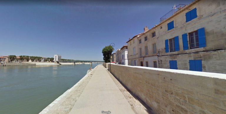 Arles quai du Rhône