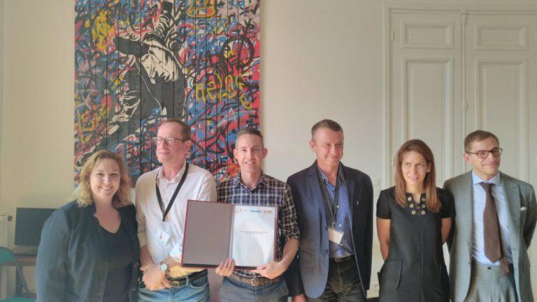 Paris signe avec Adoma et l'Ardhis pour loger des réfugié.e.s LGBT+