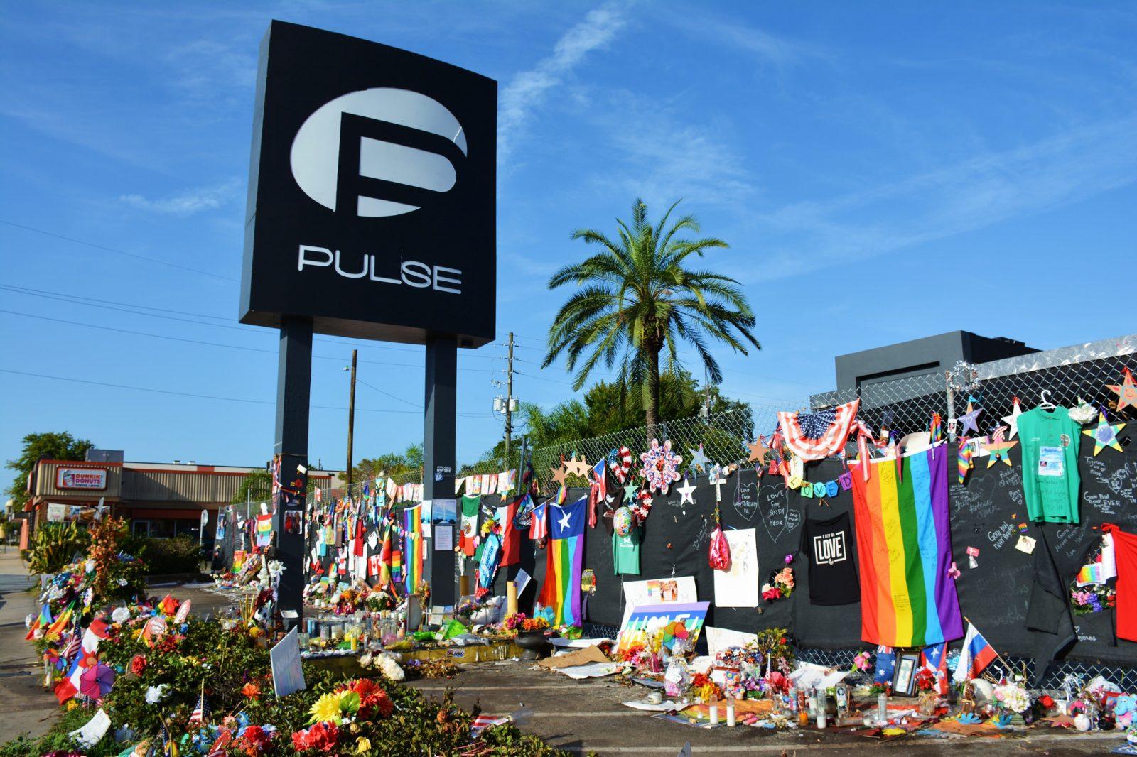 Terrorisme public LGBT+