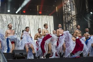 french cancan spectacle danse cérémonie cloture gay games paris 2018