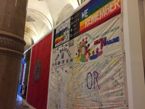 patchwork des noms vih sida mémire prévention souvenir act up new york name quilt cérémonie contre l'oubli gay games paris 2018