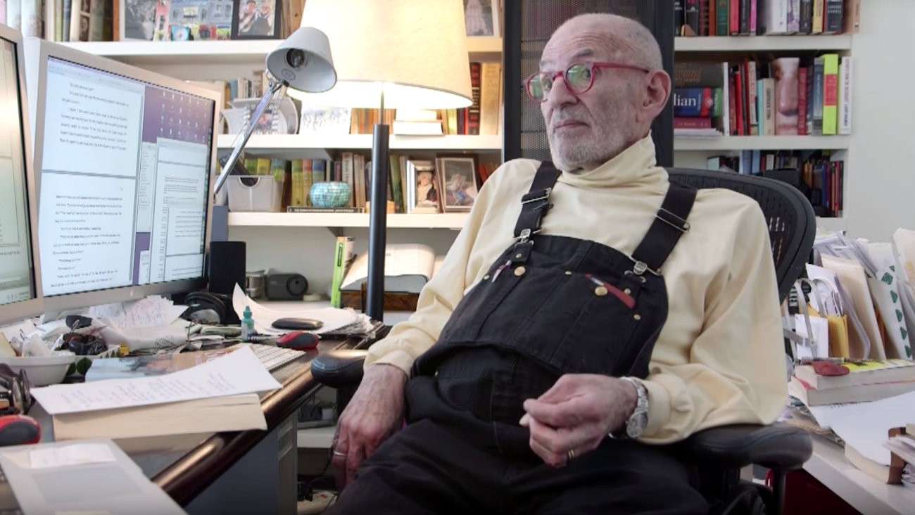 Larry Kramer co-fondateur Act Up New York dénonce les politiques de santé publique de l'amérique de trump et dit que l'épidémie de sida est au plus mal