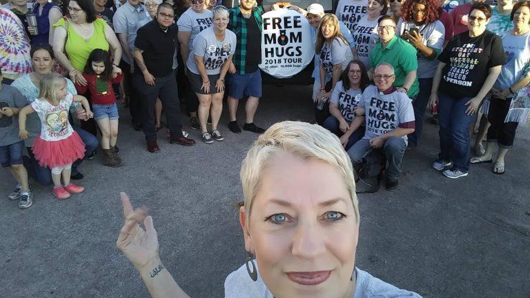 maman substitution mariages gays lesbiens enfants rejetés par leur famille mama bear free mom hugs