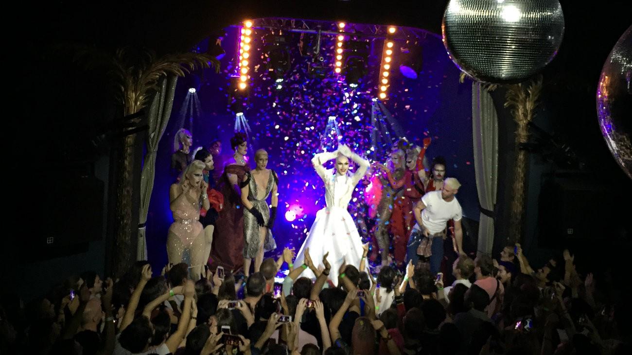 La gagnante de la neuvième saison de RuPaul's Drag Race Sasha Velour a fait un show mémorable à Paris ce 17 septembre 2018