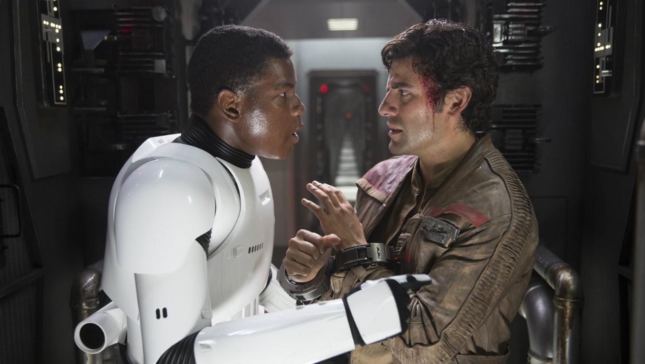 L'acteur Oscar Isaac refait une déclaration en faveur de la romance gay entre son personnage de Poe, et Finn, campé par John Boyega