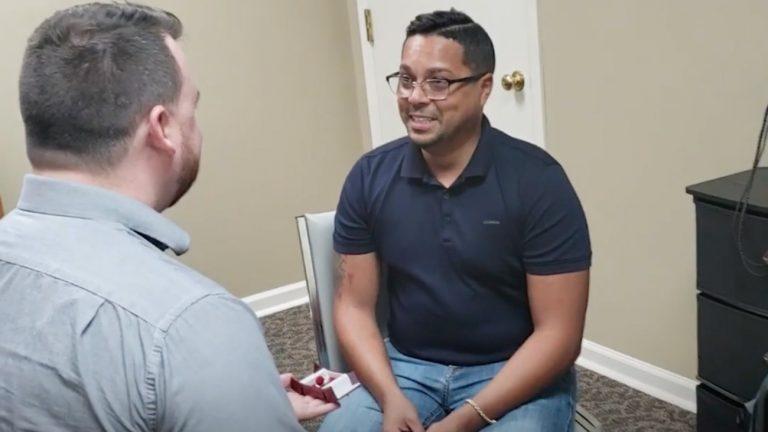 demande mariage couple gay surdite retrouver l'ouie mignon niaiserie feel good
