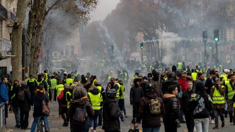 gilets jaunes claq verite pour adama convergence des luttes occupation de l espace lgbt contestation sociale