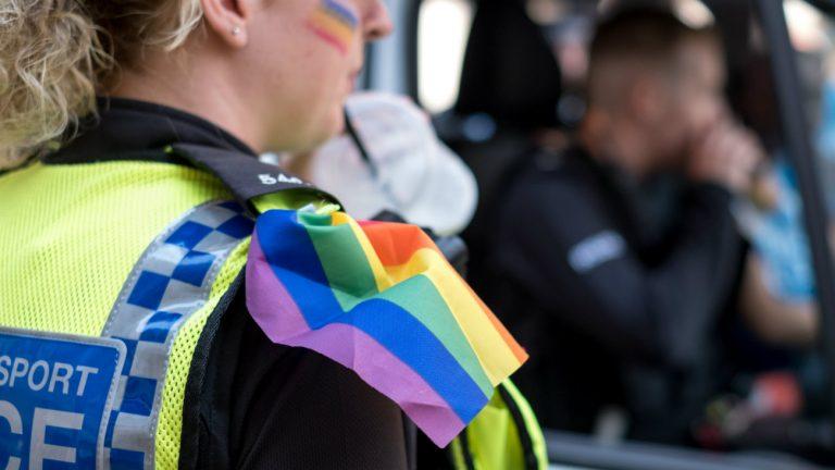 police pride lgbt uniforme