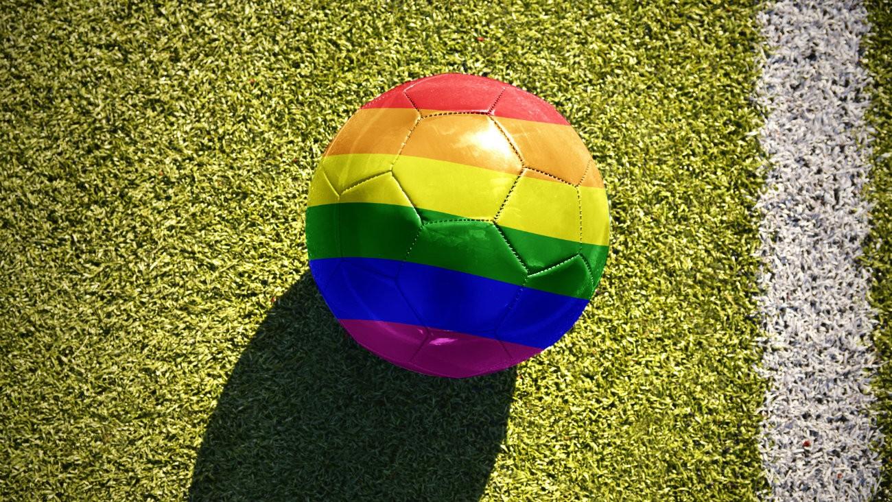 Le premier championnat de foot anglais va témoigner son soutien aux LGBT+