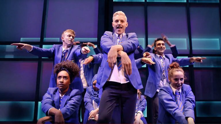 « Everybody's Talking About Jamie », immense succès dans le West End de Londres -