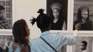 Photo prise dans l'exposition de Zanele Muholi, « Faces and Phases »