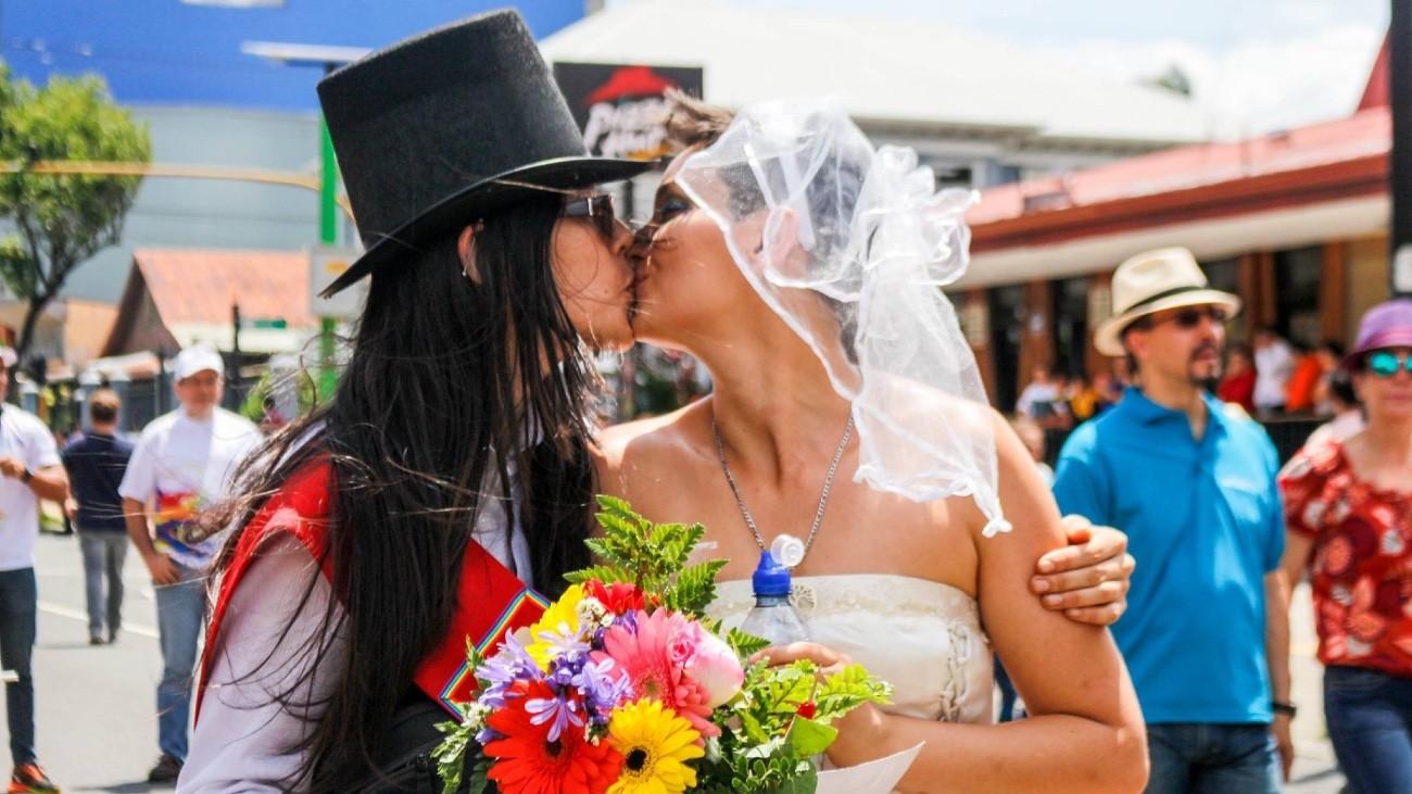 Jazmin Elizondo et Laura Florez-Estrada, le seul couple lesbien marié du Costa Rica