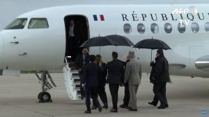Burkina Faso : les ex-otages libérés accueillis par Macron sur la base de Villacoublay / AFP Images