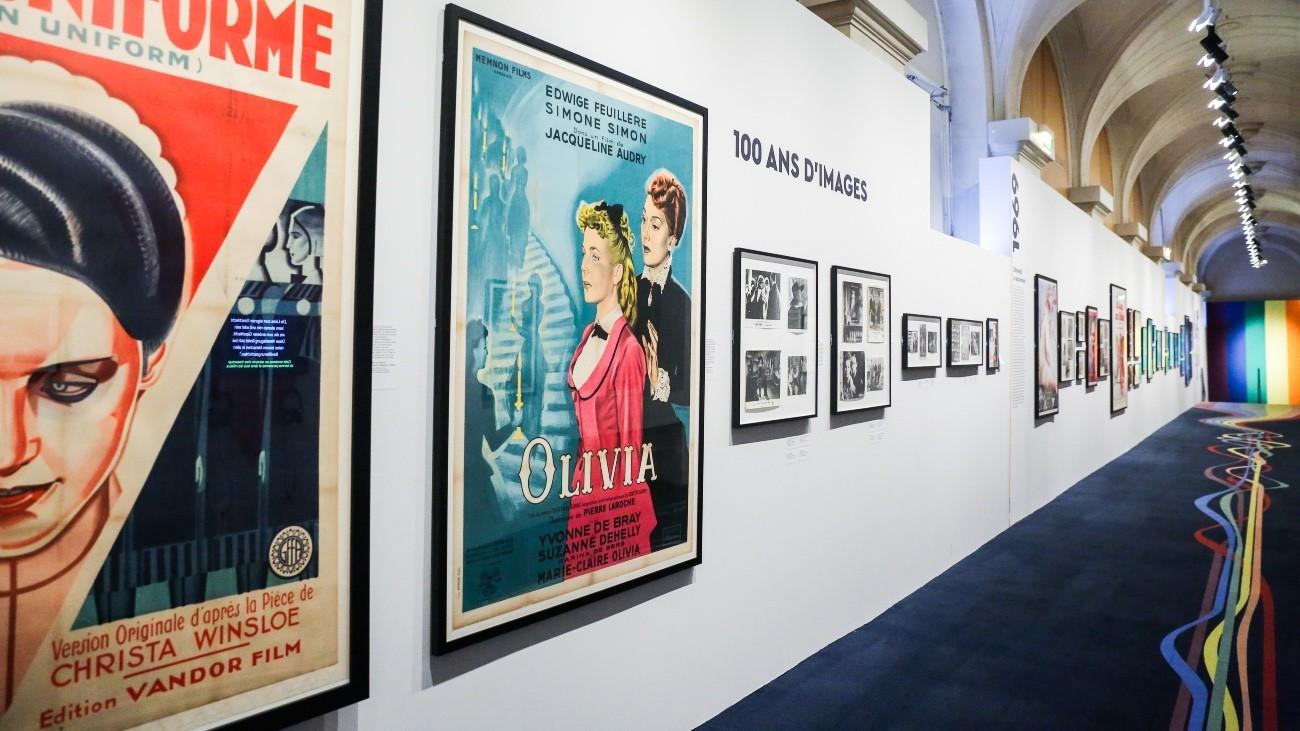 La première des 11 salles de l'exposition « Champs d'amour », à l'hôtel de ville de Paris - Teresa Suarez pour Komitid