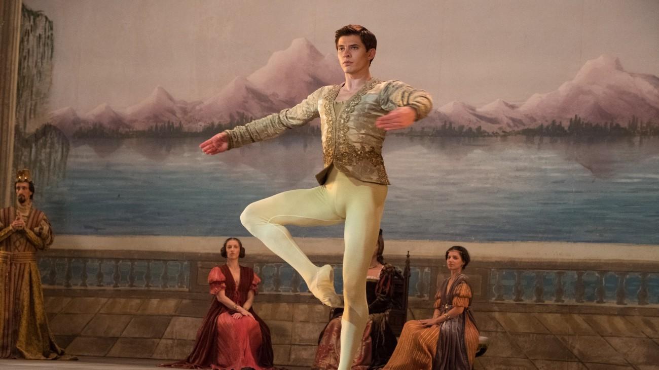 Oleg Ivenko dans « Noureev », de Raph Fiennes