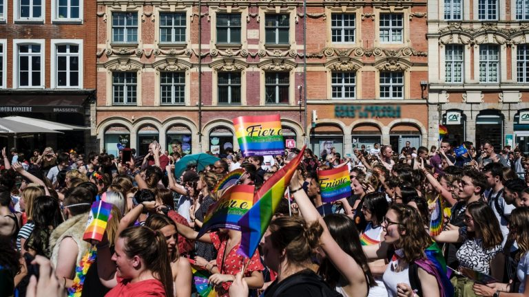Plusieurs milliers de personnes ont participé à la Marche des fiertés de Lille, le 1er juin 2019 - Simon Lambert pour Komitid