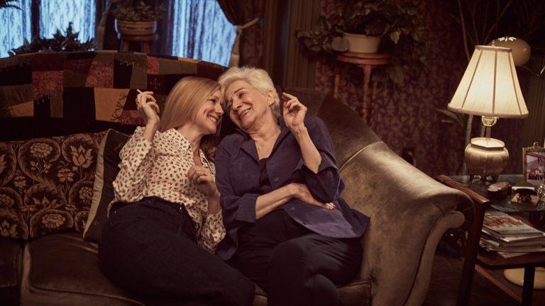 Les actrices Laura Linney (Mary Ann Singelton) et Olympia Dukakis (Anna Madrigal) dans « Chroniques de San Francisco » - Netflix