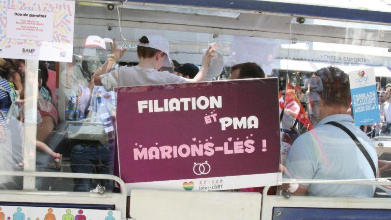 Le petit train de l'APGL à la marche des fiertés 2019 de Paris