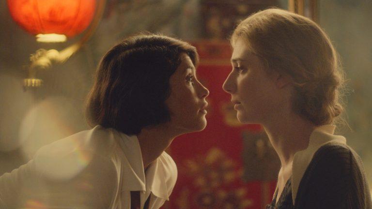 Gemma Arterton (Vita Sackville-West) et Elizabeth Debicki (Virginia Woolf), dans « Vita et Virginia », de Chanya Button