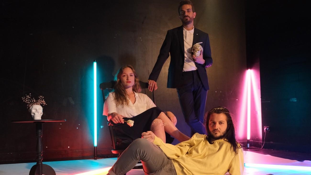 Lucie Brandsma, Thomas Harel et Sébastien Dalloni, dans « Orlando »