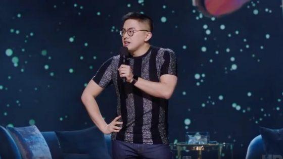 Bowen Yang, comédien au Saturday Night Live, confie son expérience en thérapie de conversion