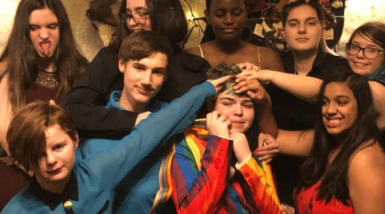 Une mère organise une «gayceañera» pour célébrer le coming out de son fils
