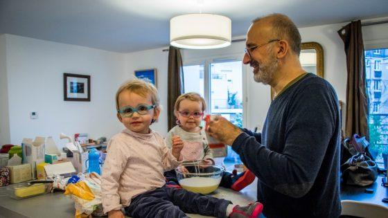 Couples de pères: la sensation de devoir «en faire plus» pour montrer que l'on est un bon parent