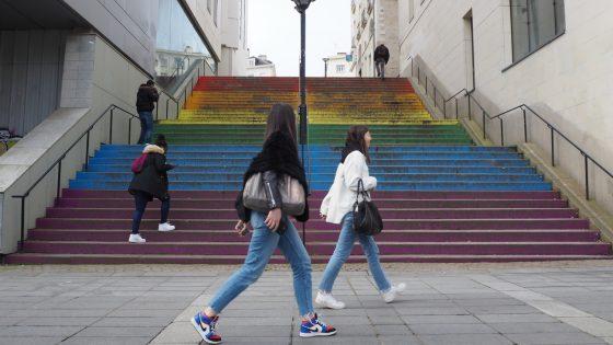 Enquête: à Nantes, les escaliers arc-en-ciel de la discorde