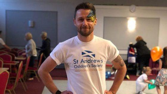 La belle histoire de Thomas Anderson, premier homme gay à adopter un enfant en Écosse