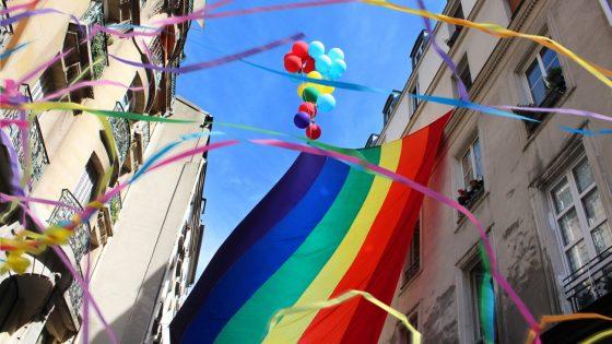 Découvrez notre timeline sur une folle décennie de marches LGBT+ en France