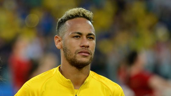 Brésil: le joueur de football Neymar visé par une plainte pour homophobie