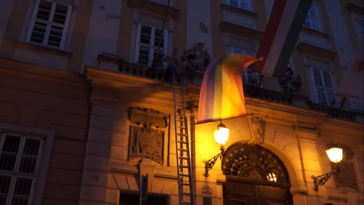 hongrie rainbow flag député