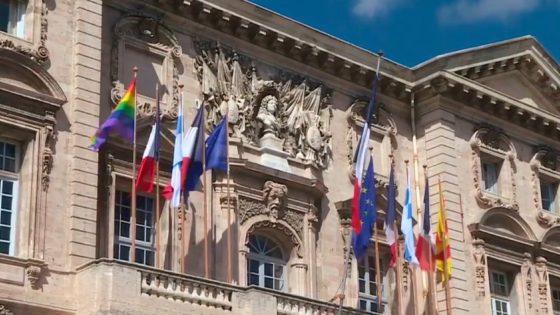 le rainbow flag sur la mairie «inadapté» voire «contestable en justice» selon Julien Ravier