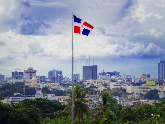 Entre couvre-feu et peur du coronavirus, les travailleuses du sexe trans dominicaines à la peine