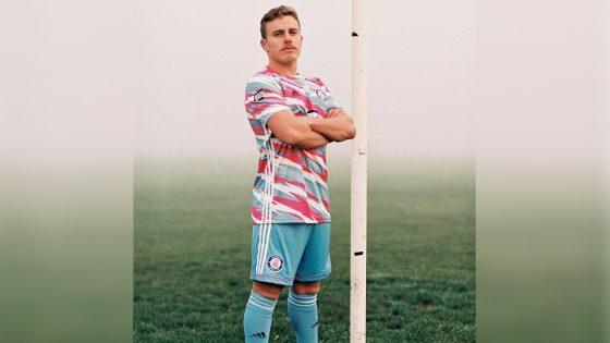 Voici les nouveaux maillots contre les LGBTphobies et le racisme de l'équipe gay britannique Stonewall FC