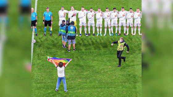 «Rainbow-gate»: un activiste brandit un drapeau arc-en-ciel sur le terrain du match Allemagne-Hongrie