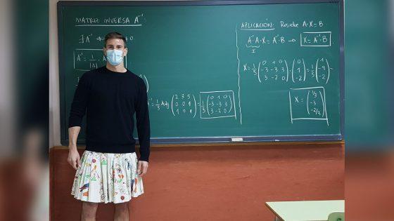 des enseignants portent une jupe en soutien à un élève renvoyé pour le même motif